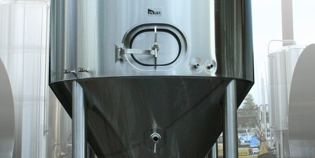 Brewing Vessels Reviewed Cylindroconical Fermenters